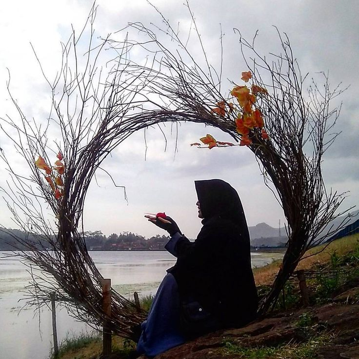 """7,551 Likes, 6 Comments - Muslimah in Hijab (@muslimahindonesiaid) on Instagram: """"Jilbab tak hanya untuk wanita yang pandai akan masalah agama saja, jilbab juga bukan hanya bagi…"""""""