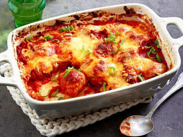 Unser beliebtes Rezept für Überbackene Hackbällchen in Tomatensoße und mehr als 55.000 weitere kostenlose Rezepte auf LECKER.de.