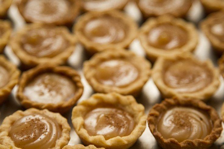 Dona Doceira - Mini pastelinhos de Goyaz, recheados com doce de leite.