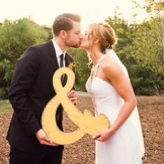 What a cute wedding photo idea