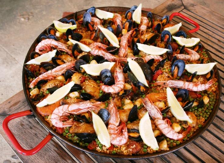 Een betere paella kan je niet krijgen. Lees hier meer over het beroemde recept van de Belgische Chrisje.