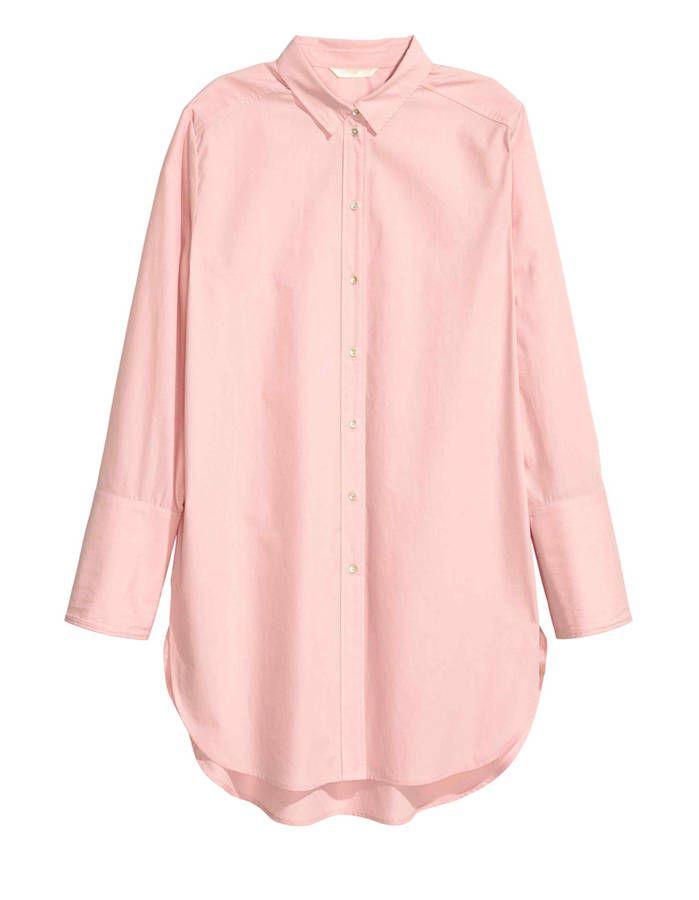 Chemise femme longue en coton H&m, 24,99 euros / 21 chemises pour passer du bureau au resto