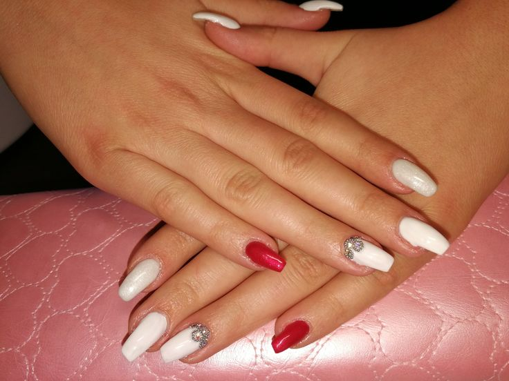 #whitenails #swarovski #crystalnails #lovenails