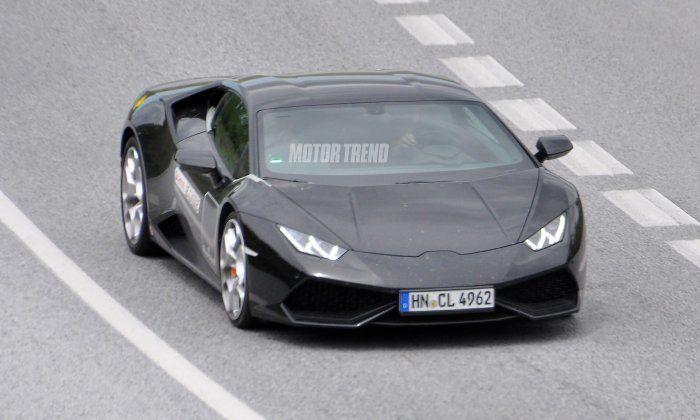 Lamborghini Huracan SV prototype spied; front side angle