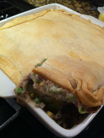 Easy Pot Pie Recipe:  I made this with left over meat from the day before and it tasted AMAZING!  It only took me 5 minutes to put it all together!  If you are looking for a FAST & Easy meal this is IT!