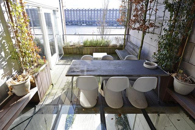 Het terras met een prachtig uitzicht!!