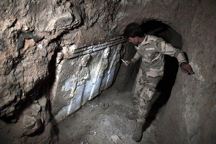 В Мосуле археологи обнаружили в подземных ходах уникальные древние артефакты