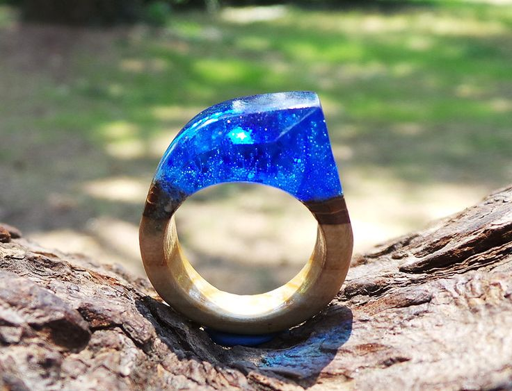 Anello Poseidone vero legno di caco con resina blu in fondo al mare - Poseidon Real kaki wood ring and resin blue sea - di EddyAllHandMade su Etsy