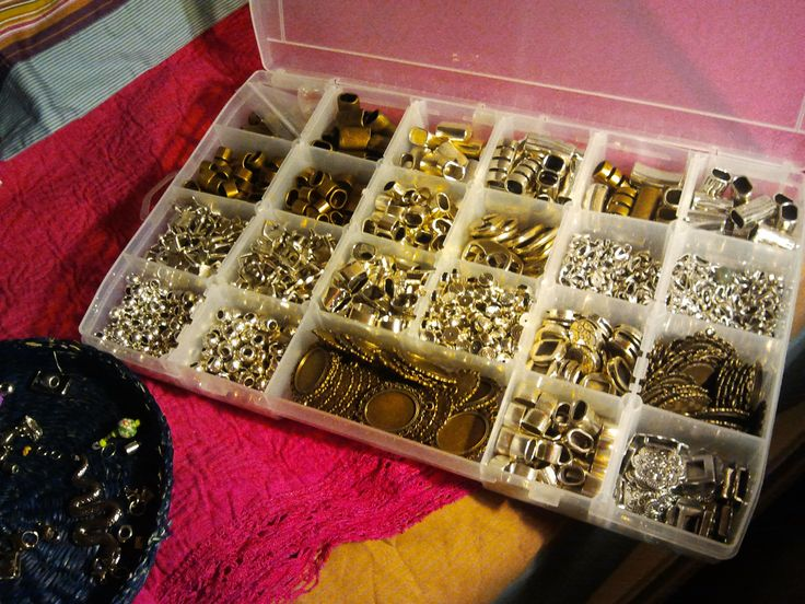 My materials box  #Zamak #camafeos #cabouchon #beads #leather #jewerly #vintage #creations #material #diy