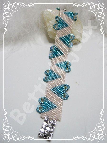 Love 2 Love  Questo braccialetto è uno dei primi modelli che ho realizzato, è sempre molto bello e fine.    Cristina, mia ex collega e amica me lo ha chiesto personalizzando, secondo i suoi gusti , i colori.