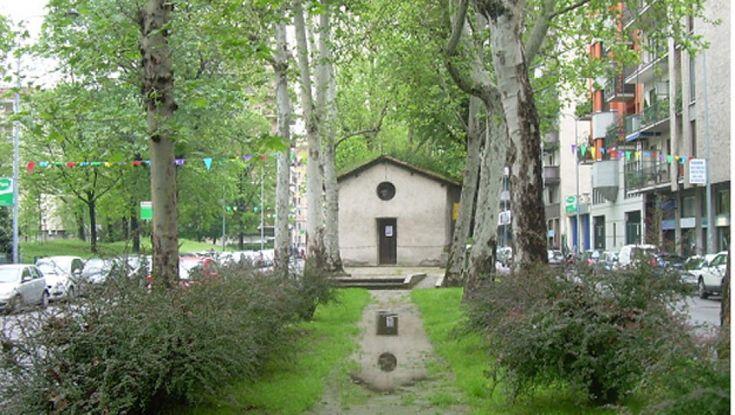 In mezzo allo spartitraffico, l'oratorio di San Protaso al Lorenteggio è una piccola chiesa sopravvissuta alla metropoli. Tra storia e leggenda