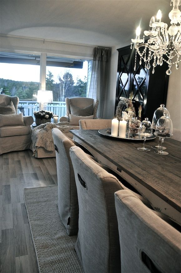 Looove these dining room chairs.. With indentions for pulling them out from under the table! Fab touch! pledd 15.nov 1