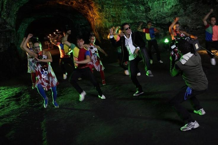 No te pierdas al merenguero colombiano Danny Marín bailando Gangnam Style.