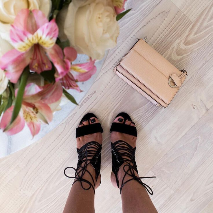 Black strappy heels and pink Oroton bag @thelustlife_