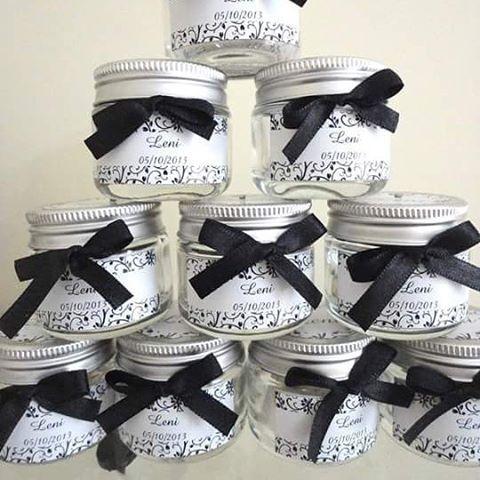 Potinhos de vidro luxo para aniversário da Leni www.ateliegabiart.com #potinhodevidro #aniversário #lembrancinhaaniversario #luxo #preto #classico #prata #papelariapersonalizada