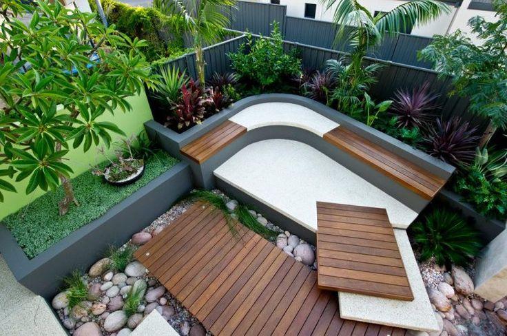 Épített kerti pad, pihenő sarok és csobogó, fa, beton, mészkő