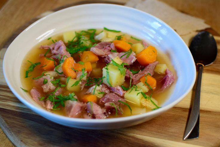 Nå er det på tide å fylle opp vitaminlagrene og tilfredstille smaksløkene med en utrolig god høstsuppe. Suppe med lettsaltet svineknoke gir en fantastisk smak, fløyelsmykt kjøtt og masse deilig grø…