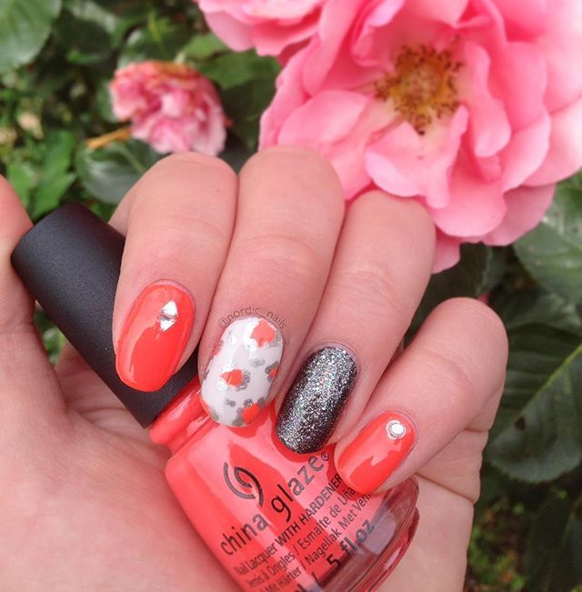 Single shot of mine💅🏼 @chinaglazeofficial #nailartaddict #nails #nailart #weloveyournailart #chinaglaze #chinaglazeofficial #nailpolish #beauty #summernails #cute #simple #girly #polish #staypolished #cg #love #flowers #rose #leopard #leonails #glitter #glimmer