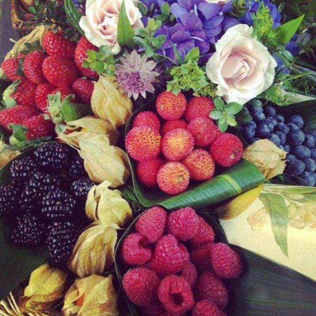Frutas silvestres y flores, Decoración Naranjas de la china #bodas #novias #Ciudadreal