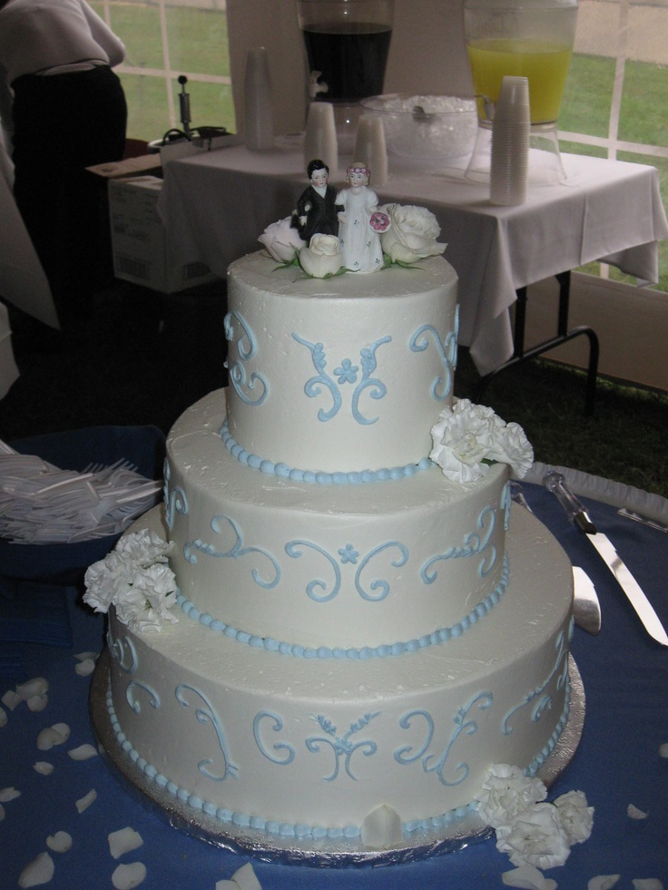 Our Disc Jockey Service provided the entertainment for an amazing wedding at Camp Fairlee in Chestertown, MD when we saw this beautiful cake. To get more cake ideas you can visit our website at www.SteveMoody.com
