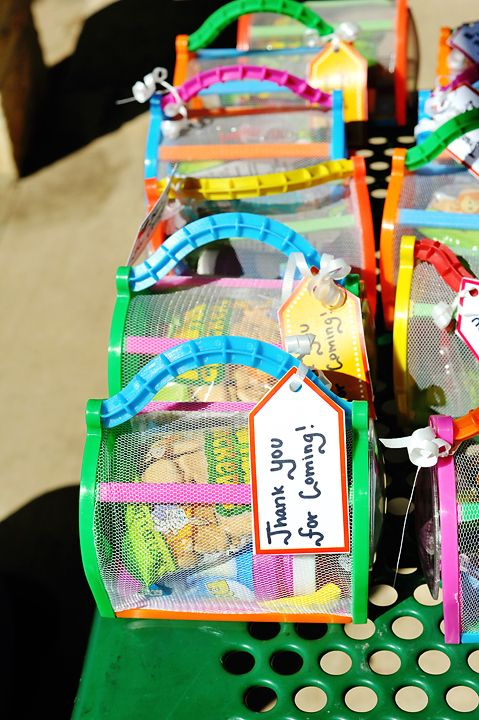 Very cool! Little bug catchers filled with water guns, cookies, snakes or clips for girls or boys! Perfect party gift! So much better then the plastic bags!