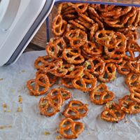 Easy Ranch Pretzels via @NoFearKitchen
