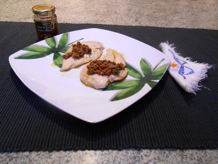 Petto di pollo con pomodori e olive