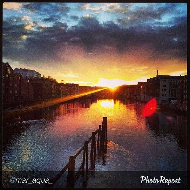 Sun hanging low over #Trondheim. Photo: @mar_aqua_  #travel #norway