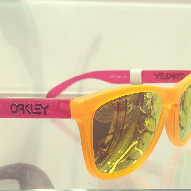 Spotted in Store: Hang ten! OAKLEY #sunglasses (at Macy's)