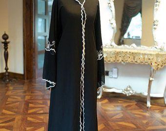 Abaya de luxe COLLECTION Mazyoona noir brodé couleur aztèque