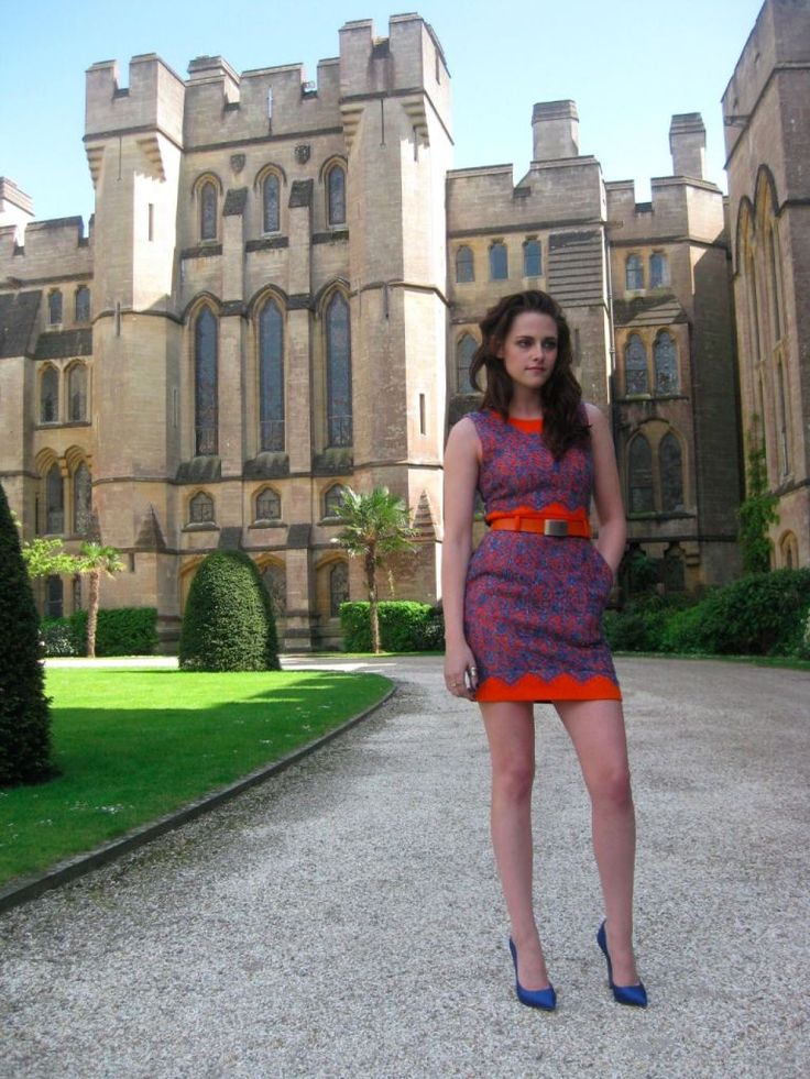 Kirsten Stewart for Snowwhite Premier at the Castle - Arundel our home town by www.pearlandearl.com