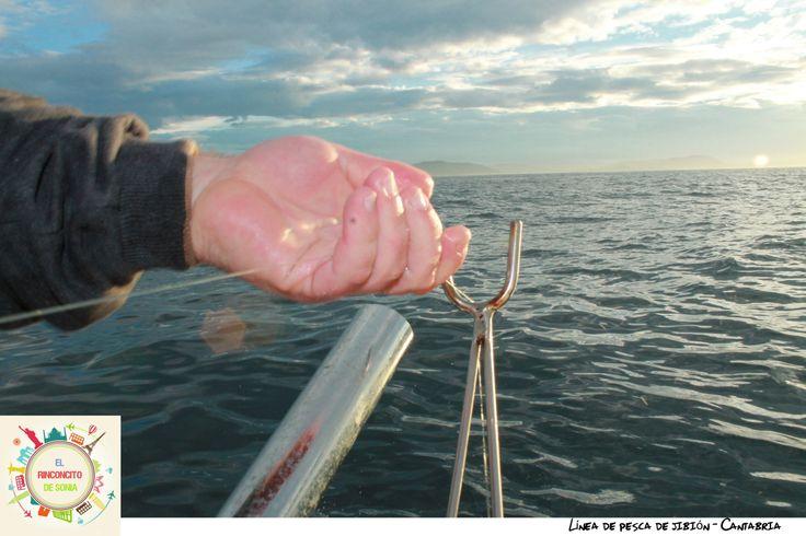 Pescando en el mar Cantábrico.