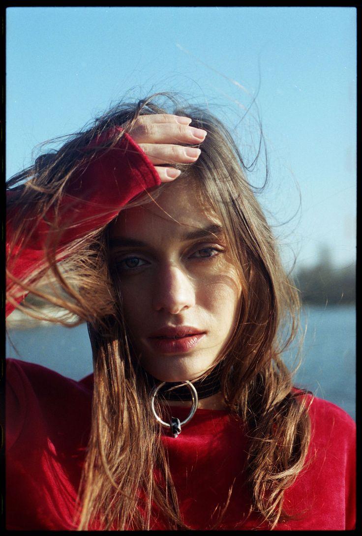 Patte de velours Niüku Ellery Tiphaine Guiran Eleonore Wismes  Emilie Türck  Laurie Moreau Girl MGMT #cartonmagazine