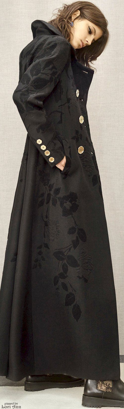 Sweeeeet! - I'm totally in love with this long Coat! - Elie Saab (Pre-Fall.2016)