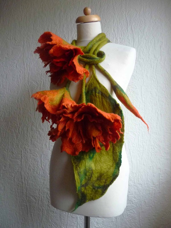 felted wool scarf necklace flower felt par FeltedArtToWear sur Etsy, £65.00