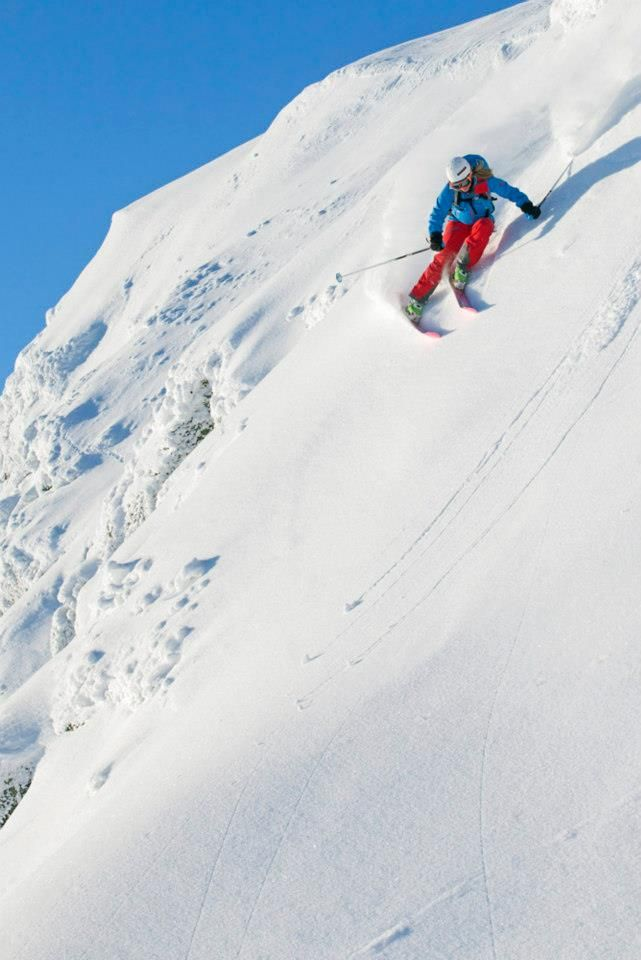 Norwegian #Mammut #freeride #athlete #ToneJersinAnsnes is competing in the #Freeride World Qualifier Tour and the Norwegian Freeride.    Photography: Kalle Hägglund, #Hemsedal #Norway