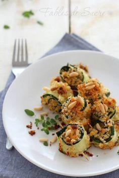 Involtini gratinati di zucchine, subito pronti in poche e semplici mosse. Ideali come contorno, ma anche come piatto unico estivo, son deliziose.