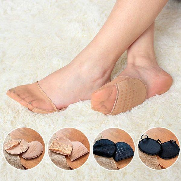 Можно пошить подобные подушечки-носки специально для обуви на высоких каблуках. Идея на миллион: туфли на шпильках останутся комфортными даже к концу вечера!