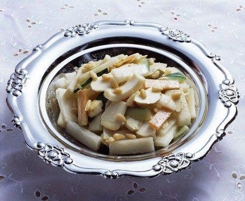 Тайский салат из дыни с кинзой