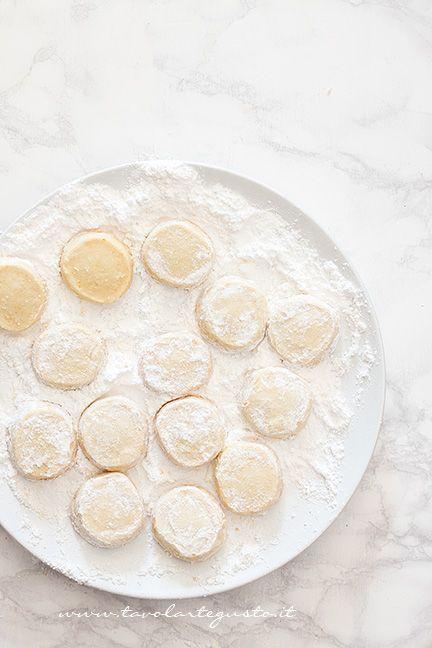 Ricoprire i Biscotti di zucchero a velo - Ricetta Biscotti all'arancia