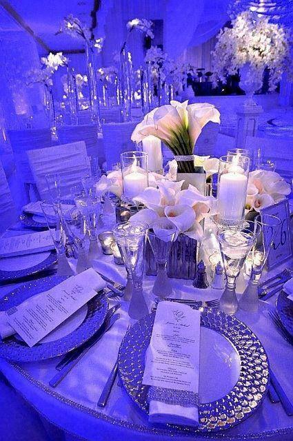 Centro de mesa con calas blancas