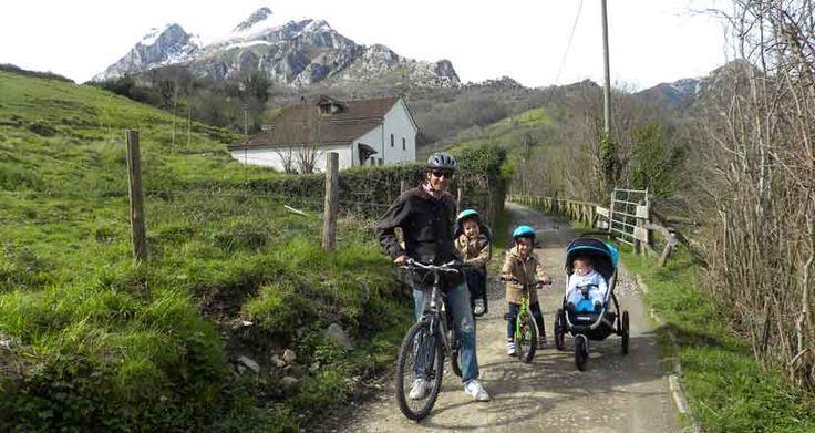 La Senda del Oso, su entorno, los osos y la pista peatonal, hacen que sea la ruta perfecta para ir en familia, a pie o en bicicleta.