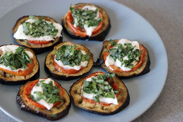 Mini aubergine-tomate-mozzarella pizzas