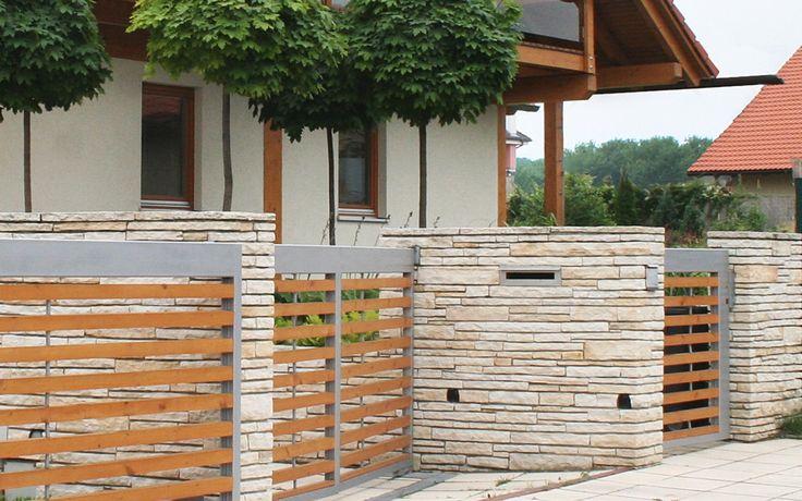 oplocení vstupní části - zdivo z pískovce / fencing of entrance parts - masonry of sandstone