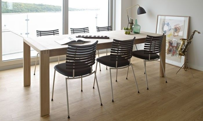 Table Ramses de la marque Naver Collection : à -15% en ce moment sur la boutique en ligne (promotion jusqu'au 31 mai 2014). Ici en présentation avec les chaises Tiger.
