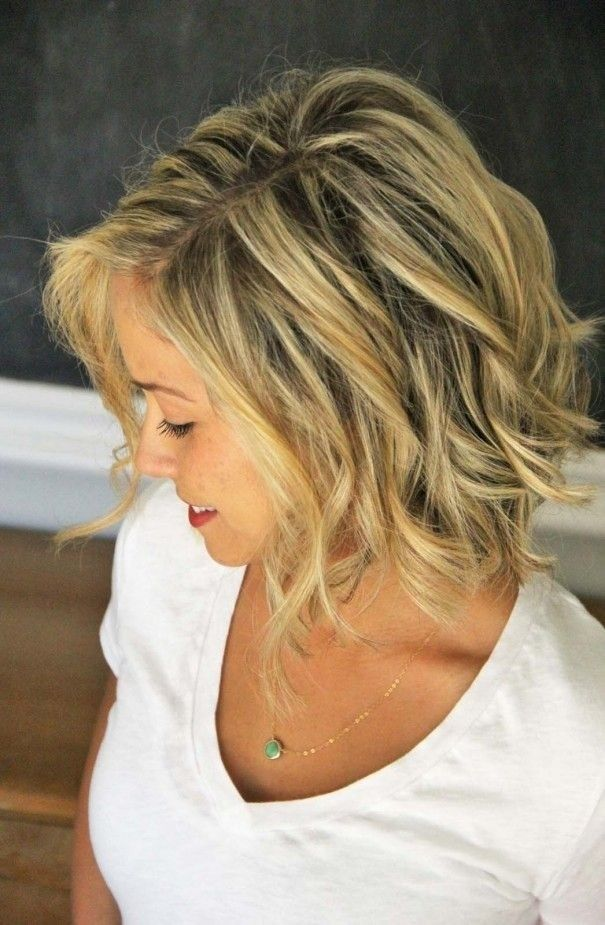 Layered Wavy Hairstyle - Short Haircuts for Women with Round Faces