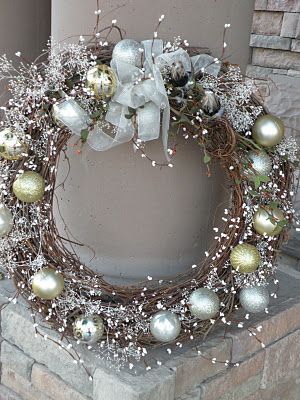 Gorgeous...and there's a tutorial for diyChristmas Wreaths, Holiday Wreaths, Greeting Wreaths, Grapevine Wreath, Front Doors, Christmas Decor, Ornaments Wreaths, Winter Wreaths, Seasons Greeting
