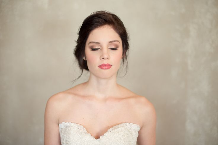 The natural background allows the bride's features to pop!