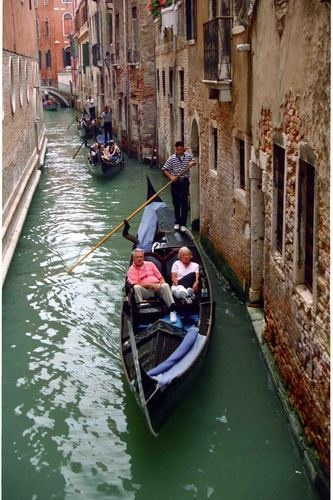 how to get from vienna to venice