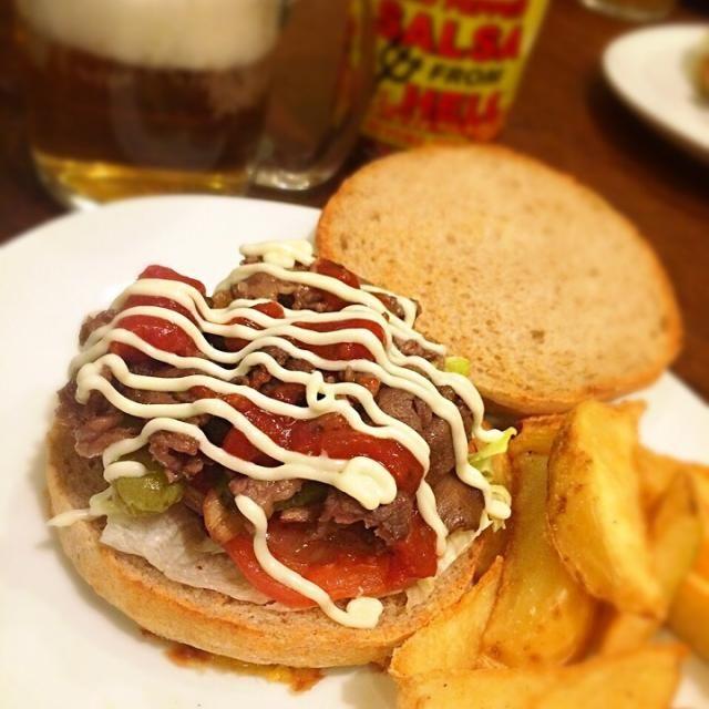 大人はビール&サルサソースたっぷり添えて♡ - 336件のもぐもぐ - 大人はこちら!旦那ちゃん作☆バンズから手作り!ハンバーガー by yasukoarim8ZV